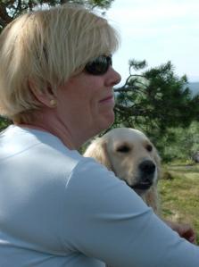 Ulla med Anne-Maries vove, Signe i bakgrunden